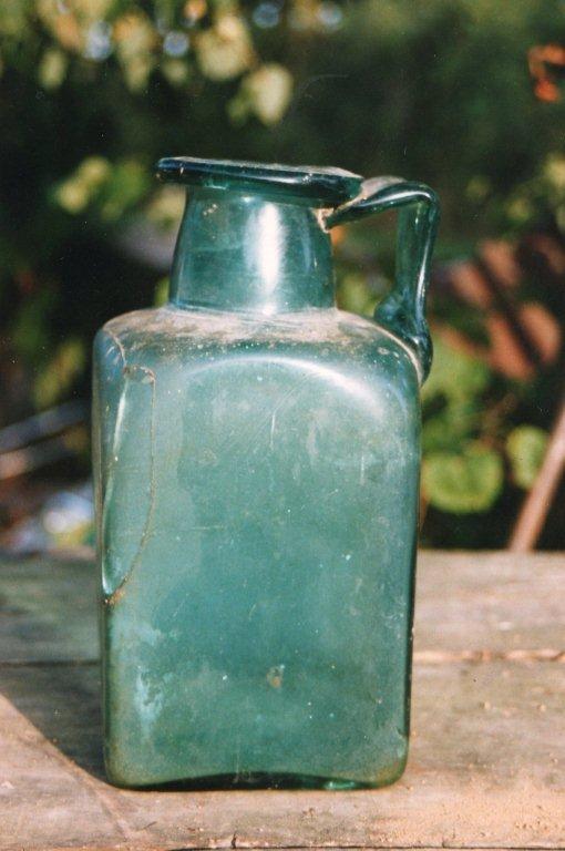 Urne découverte à La Botière commune de Jouac