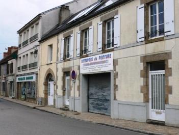 L'entreprise se trouve à l'emplacement de l'ancien Hôtel des Voyageurs.