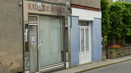 La boulangerie et, à droite, l'emplacement de la poissonnerie.
